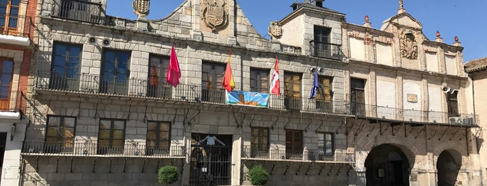 Ayuntamiento Medina del Campo is one of สถานที่ที่ Barb ถูกใจ.