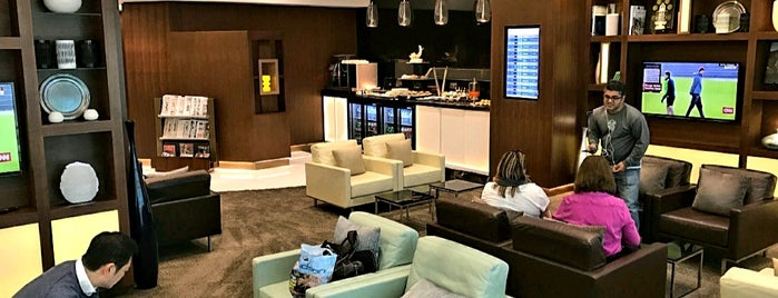 Etihad First & Business Class Arrival Lounge is one of Locais curtidos por Aptraveler.