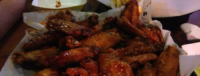 Buffalo Wild Wings is one of Joeさんのお気に入りスポット.