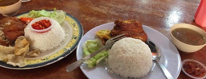 Restoran Nasi Ayam Kukus Sri Yasmin is one of Makan2.
