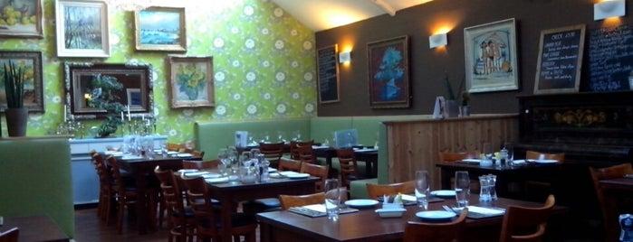 Café Marlayne is one of Lieux qui ont plu à Josh.