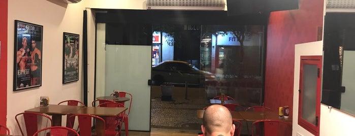 Famous Burger is one of Nicolás : понравившиеся места.