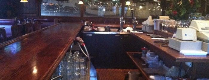 Colts Neck Inn Steak & Chop House is one of สถานที่ที่ Jason ถูกใจ.