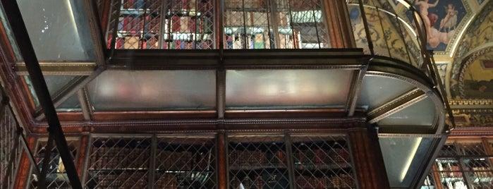 The Morgan Library & Museum is one of Lugares favoritos de Zeba.