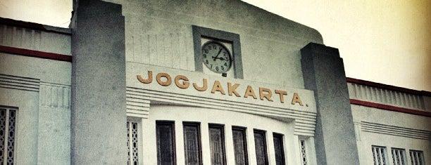 Stasiun Yogyakarta Tugu is one of Locais curtidos por Hana.
