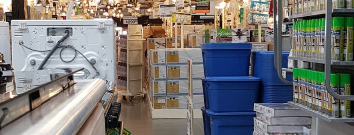 The Home Depot is one of Juan Fco Arriaga Cさんのお気に入りスポット.