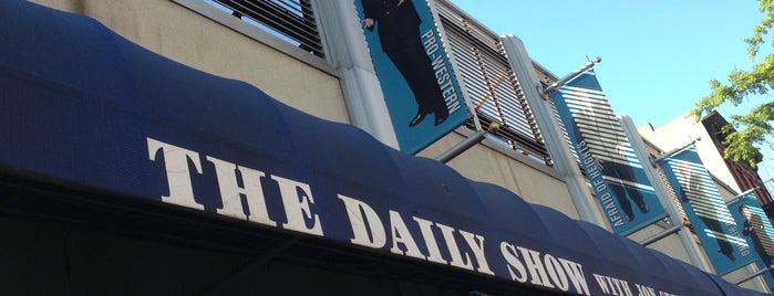 The Daily Show with Jon Stewart is one of Tempat yang Disukai IrmaZandl.