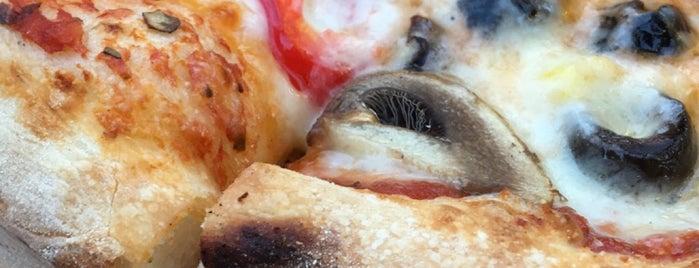 Sotto Pizza is one of Locais curtidos por Altuğ.