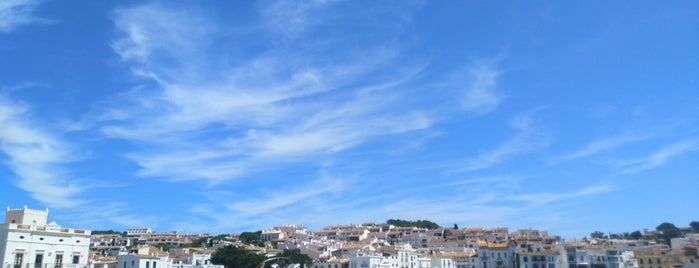 Playa Cadaques is one of Tempat yang Disukai Sabrina.