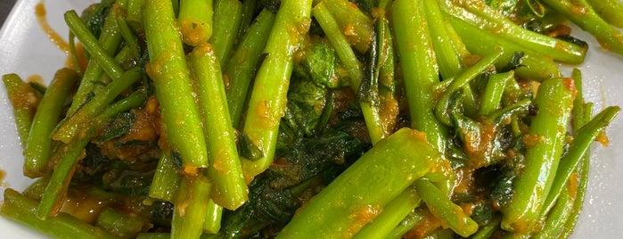 Pondok Daun Restaurant is one of ᴡ'ın Beğendiği Mekanlar.
