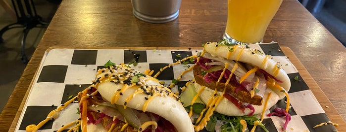 Hoppiness Beer & Food is one of Lugares favoritos de Kalle.