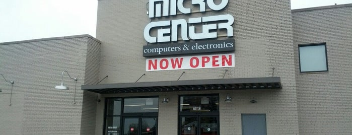Micro Center is one of Lugares favoritos de Marc.