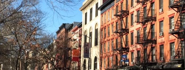 Alphabet City is one of Nueva York.
