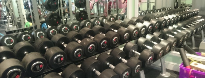 Surbiton Racket & Fitness Club is one of Lugares favoritos de Natalya.
