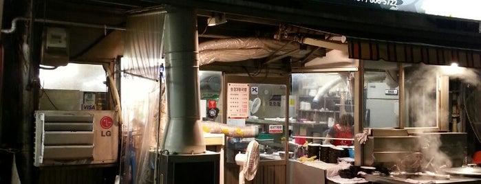 송정3代국밥 / SongJeong Gukbap Restaurant is one of Posti che sono piaciuti a B.