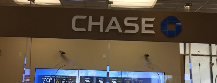 Chase Bank is one of Locais curtidos por Stephanie.
