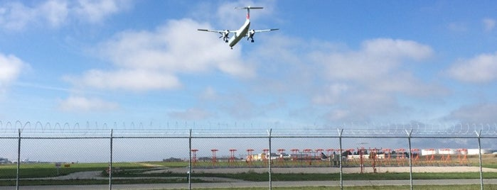 YVR Runway 26R Spotting Area is one of Vancouver with JetSetCD.
