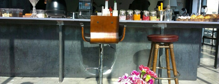 Sam Café | سام کافه is one of Posti che sono piaciuti a Alii.