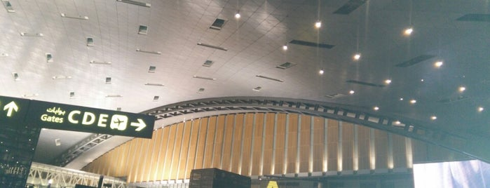Hamad International Airport (DOH) is one of Lugares favoritos de alejandro.