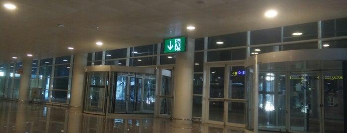 Aeropuerto Josep Tarradellas Barcelona-El Prat (BCN) is one of Lugares favoritos de alejandro.