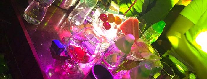 Sicilia Bar is one of Jasonさんの保存済みスポット.