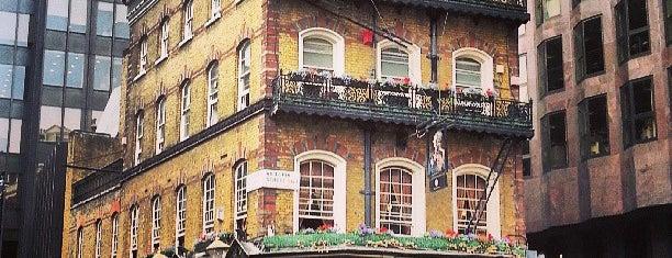 The Albert is one of À faire à Londres.