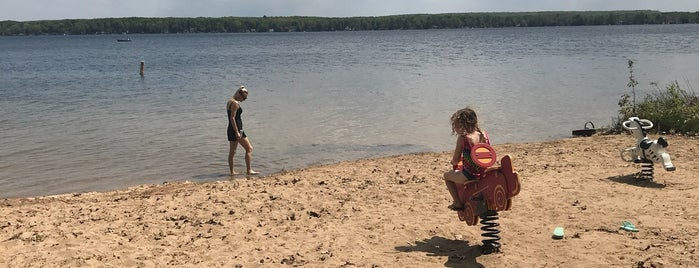 Manistee Lake is one of Kristeenaさんのお気に入りスポット.