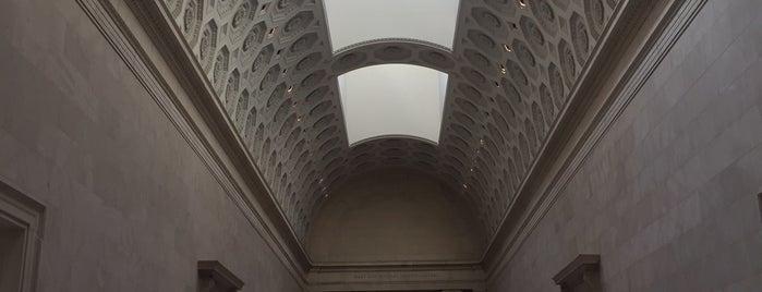 The Metropolitan Museum of Art is one of Tempat yang Disukai Mariana.