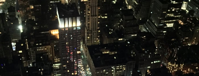 Empire State Building is one of Tempat yang Disukai Mariana.