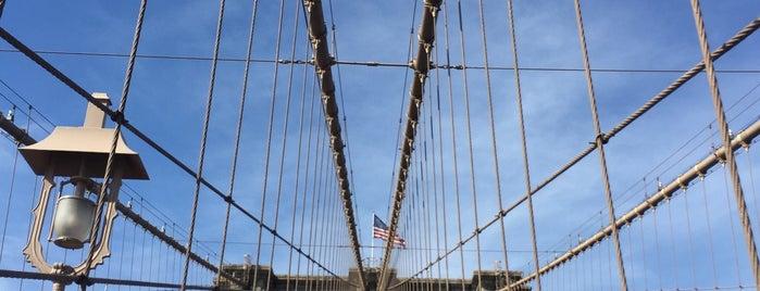 Brooklyn Bridge is one of Tempat yang Disukai Mariana.