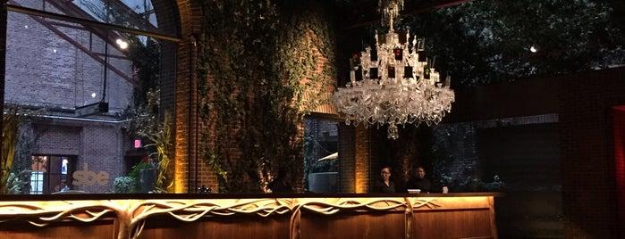 Hudson Hotel is one of Tempat yang Disukai Mariana.
