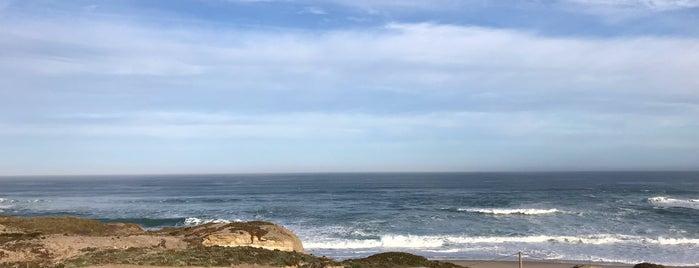 Praia D'el Rey is one of Tempat yang Disukai Mariana.