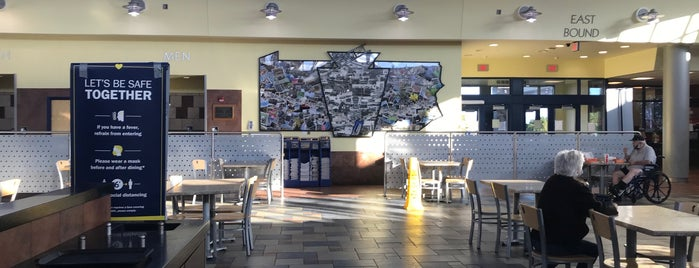 Sideling Hill Service Plaza is one of Posti che sono piaciuti a Dominic.