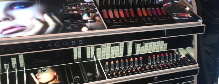 SEPHORA is one of Lugares favoritos de Anoosh.