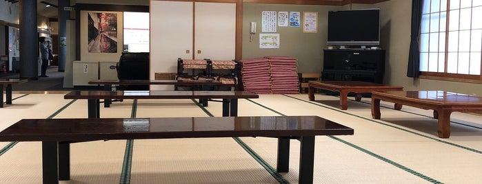飛騨古川桃源郷温泉 ぬく森の湯 すぱーふる is one of 訪れた温泉施設.