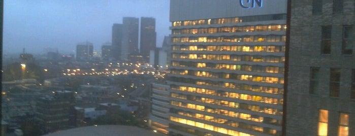 Hotel NH Den Haag is one of Lugares favoritos de Dustin.