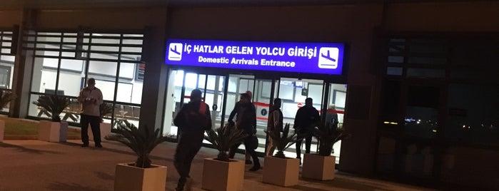 İç Hatlar Geliş Terminali is one of Lieux qui ont plu à Caner.