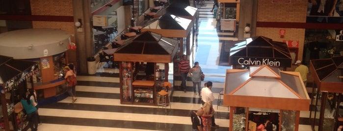 Centro Comercial Churún Merú is one of Posti che sono piaciuti a Vanessa.