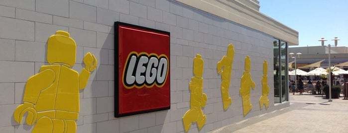 The LEGO Store is one of Lieux qui ont plu à Bryan.