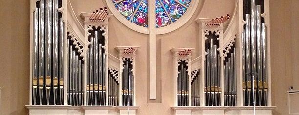 Custer Road United Methodist Church is one of Orte, die Tim gefallen.