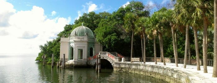 Vizcaya Museum and Gardens is one of Tempat yang Disukai Moon.