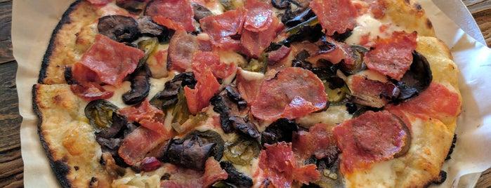 Pizza Snob is one of Tempat yang Disukai Matthew.