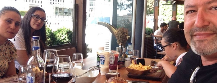 Nusr-Et Steakhouse is one of Tempat yang Disukai Fatih.