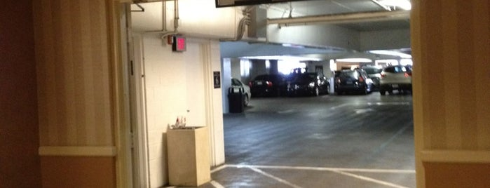 Venetian Self Parking Garage is one of Tempat yang Disukai Stephanie.