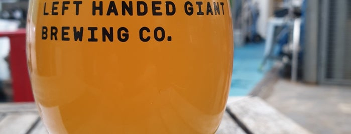 Left Handed Giant Brewing Co. is one of Locais curtidos por Carl.