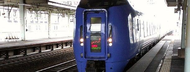 Tomakomai Station (H18) is one of JR 홋카이도역 (JR 北海道地方の駅).