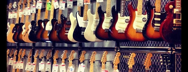 Guitar Center is one of Markさんのお気に入りスポット.