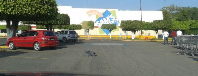 Sam's Club is one of Locais curtidos por Karla.