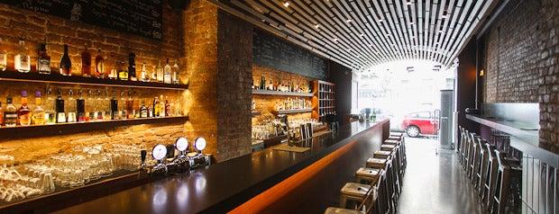 ARKA Bar & Grill is one of Где поесть ночью в Петербурге.