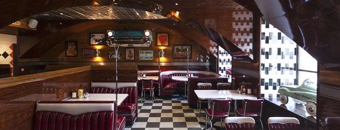 Long Island diner & bar is one of «Новые места» в Петербурге.